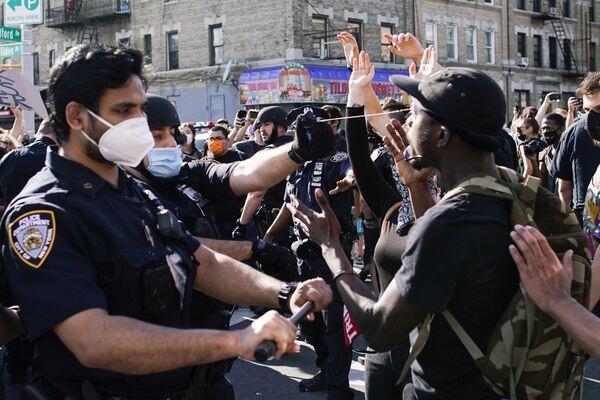 Протести у Њујорку и сукоб полиције и демонстраната у Бруклину. - Sputnik Србија