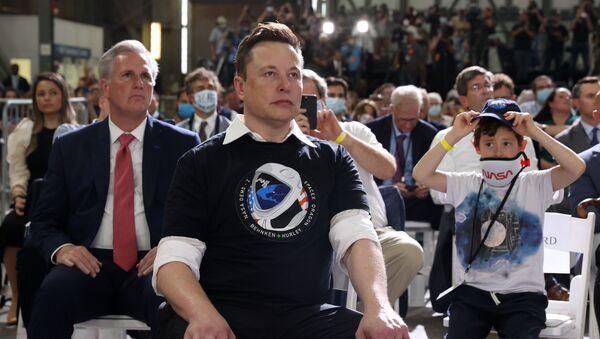 Osnivač kompanije SpejsIks Ilon Mask nakon lansiranja rakete Falkon 9 sa svemirskim brodom Kru Dragon - Sputnik Srbija