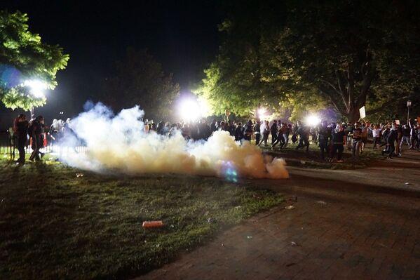 Нереди у Вашингтону током демонстрација које су организоване против полицијске бруталности због смрти Џорџа Флојда приликом хапшења. - Sputnik Србија