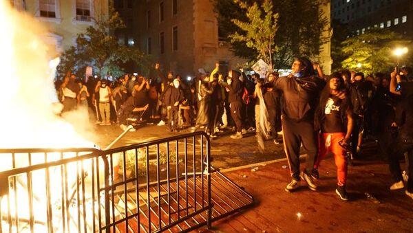 Protesti u Vašingtonu i neredi na ulicama - Sputnik Srbija