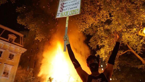 Протести у Вашингтону и нереди на улицама  - Sputnik Србија