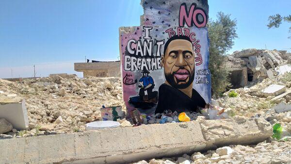 Графити Џорџа Флојда у Идлибу, у Сирији. - Sputnik Србија
