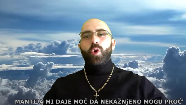 Брутално извређао свештенике - Sputnik Србија