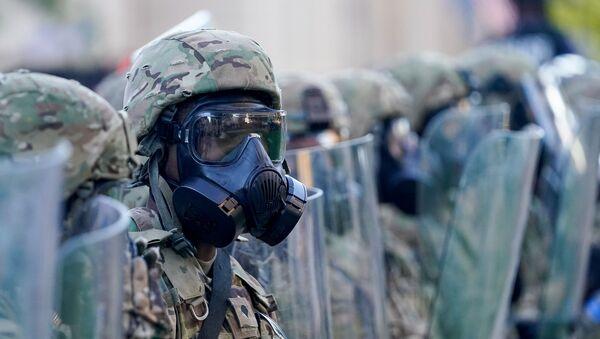 Припадник америчке војске на протесту у Минеаполису - Sputnik Србија