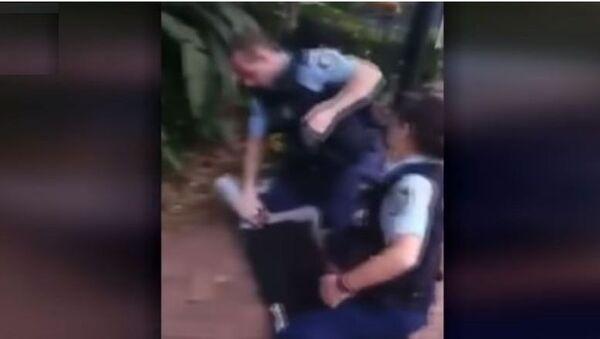 Хапшење тинејџера у Аустралији - Sputnik Србија