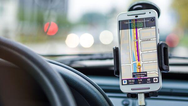 Telefon u automobilu, navigacija - Sputnik Srbija