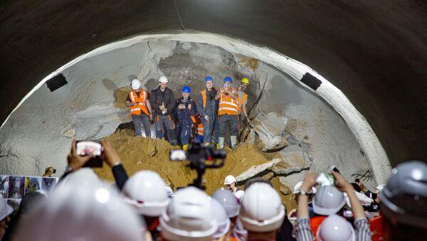 Probijanje leve cevi tunela Čortanovci - Sputnik Srbija
