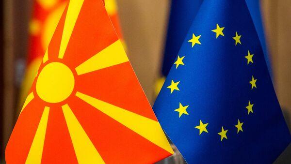 Заставе Македоније и Европске уније - Sputnik Србија