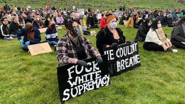 Протести против расизма у Единбургу  - Sputnik Србија