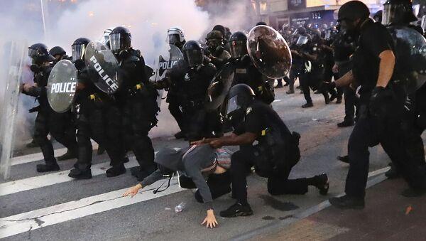 Policija hapsi demonstrante na protestu u Atlanti - Sputnik Srbija