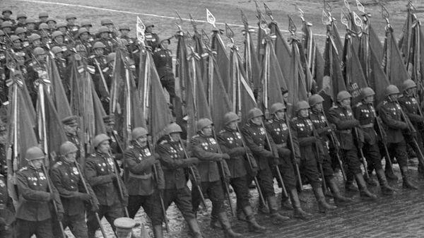 Парада победе на Црвеном тргу у Москви 24. јуна 1945. којом је обележен пораз нацистичке Немачке у Другом светском рату. - Sputnik Србија