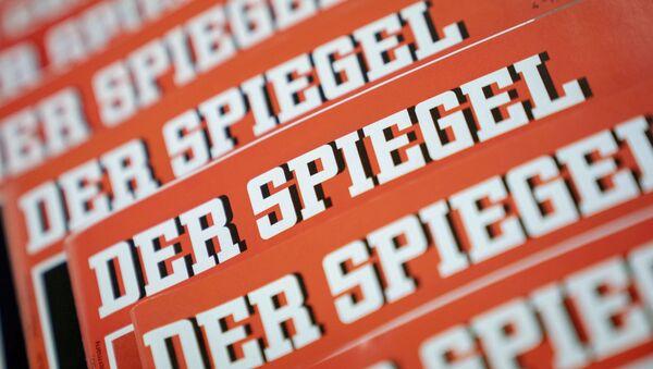 Издања немачког часописа Шпигл изложена на столу у Берлину 19. децембра 2018. - Sputnik Србија