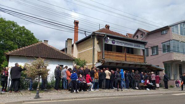 Albanci u Gračanici red za 100 evra - Sputnik Srbija