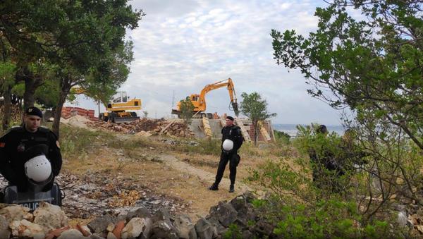 Полиција испред конака манастира код Улциња који се руше - Sputnik Србија