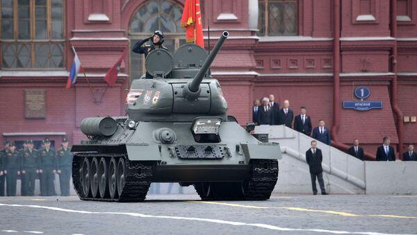 Тенк Т-34-85 на прослави 74. годишњице Дана победе у Другом светском рату на Црвеном тргу у Москви - Sputnik Србија