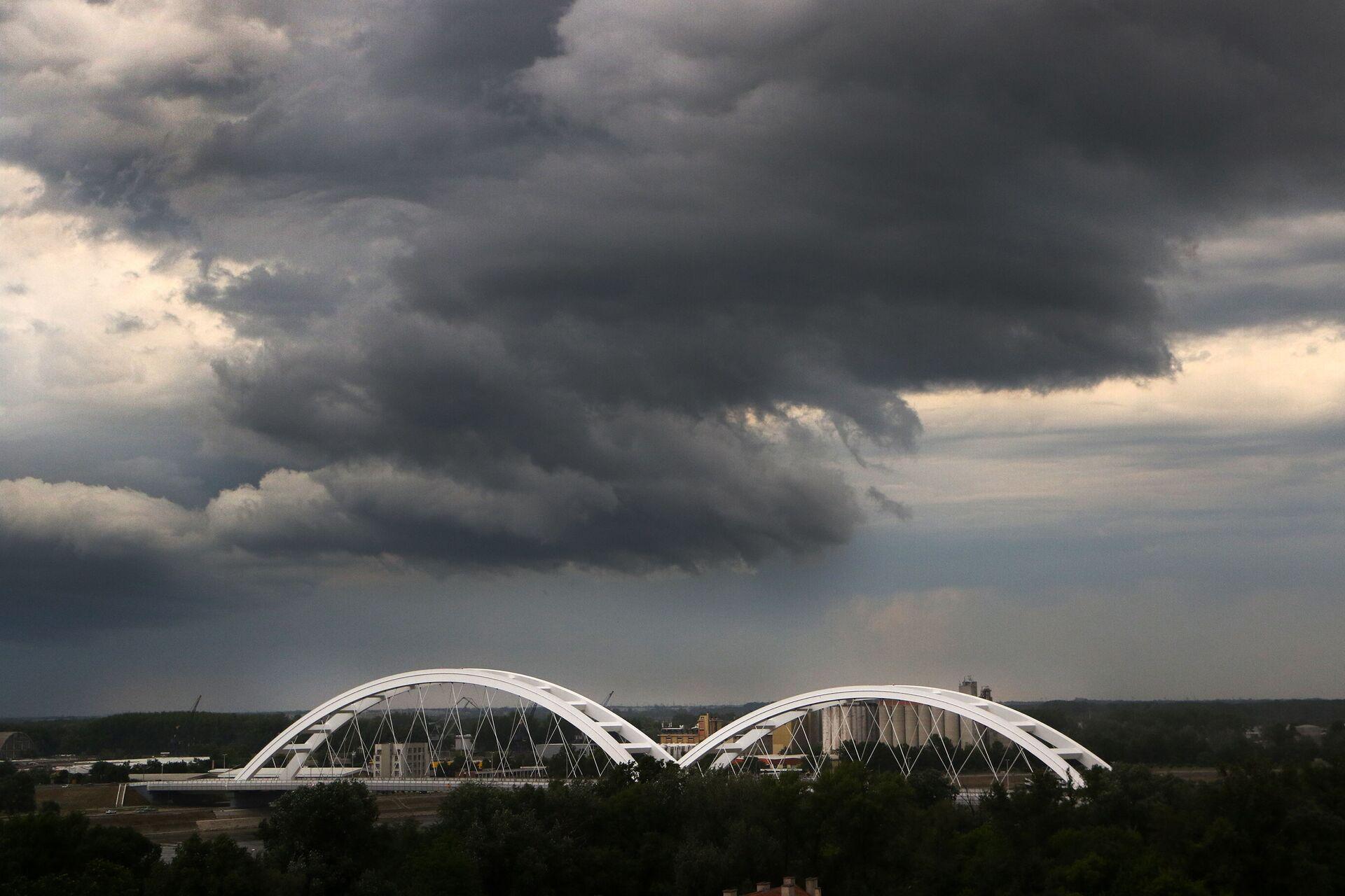 Olujni oblaci nad Novim Sadom. - Sputnik Srbija, 1920, 13.07.2021
