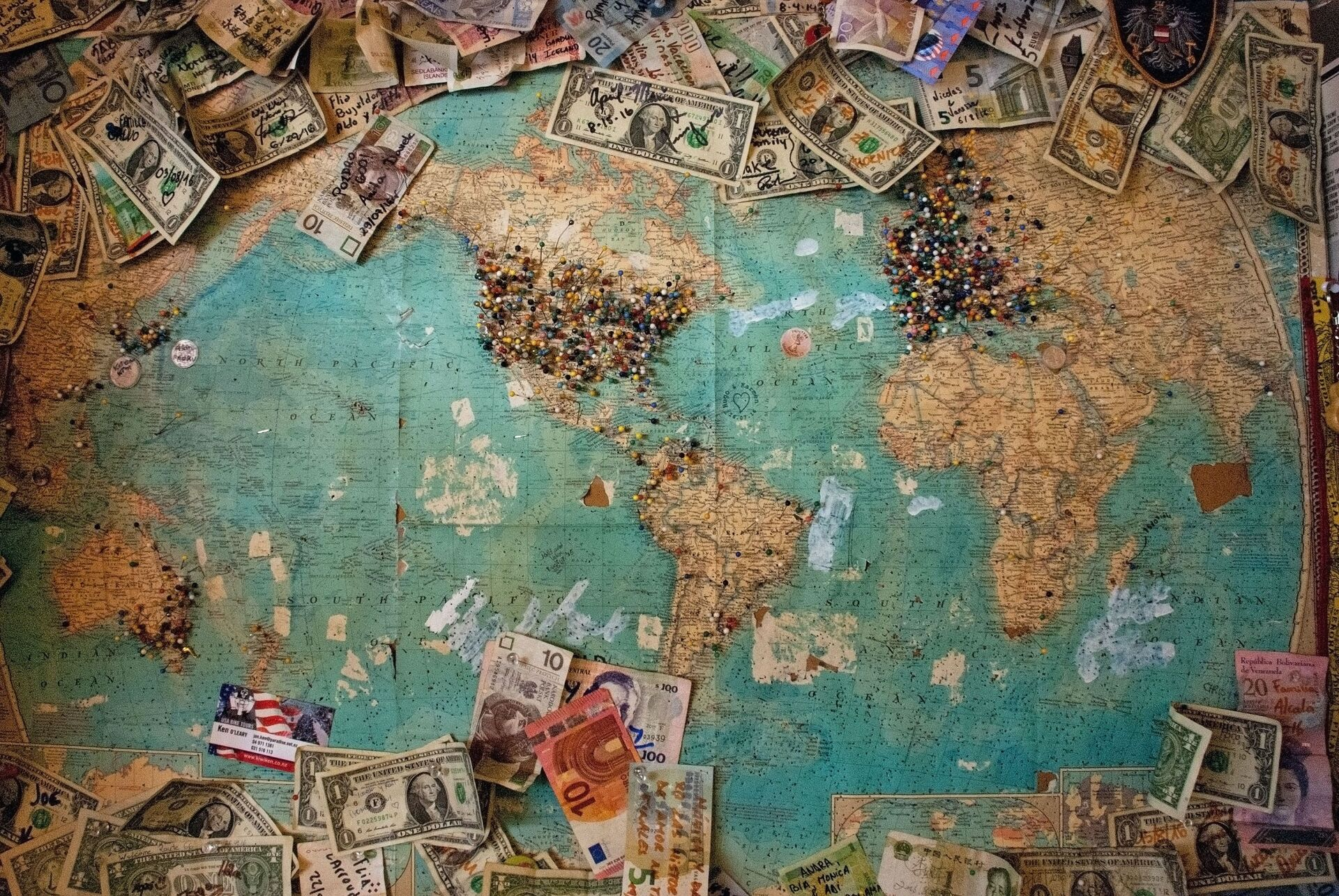 Мапа света са новчаницама евра и долара - Sputnik Србија, 1920, 28.09.2021