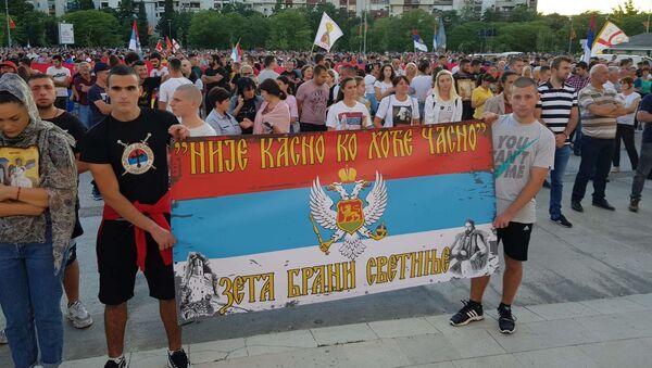 Transparenti ispred Hrama Hristovog vaskrsenja u Podgorici - Sputnik Srbija