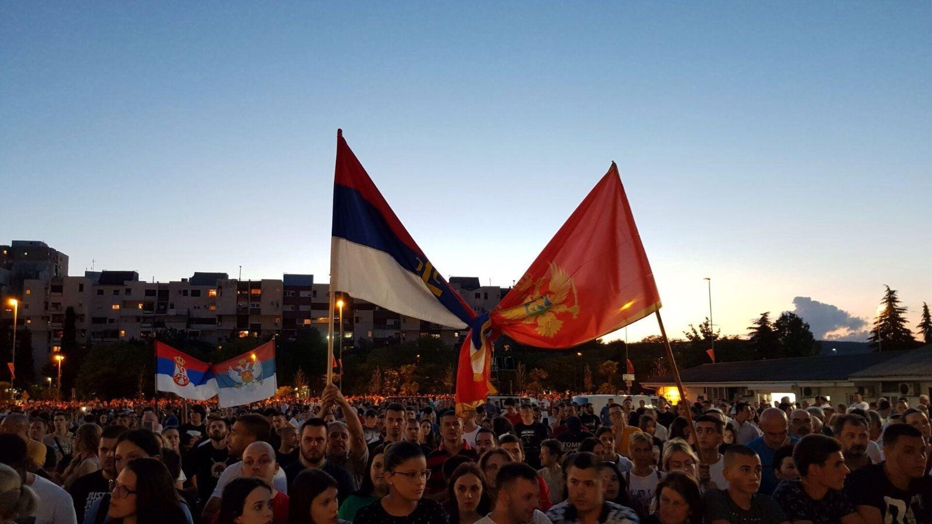 Српска и црногорска застава увезане на молебану у Подгорици - Sputnik Србија, 1920, 12.08.2021