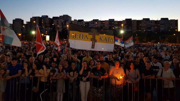 Народ окупљен на молебану у Подгорици - Sputnik Србија