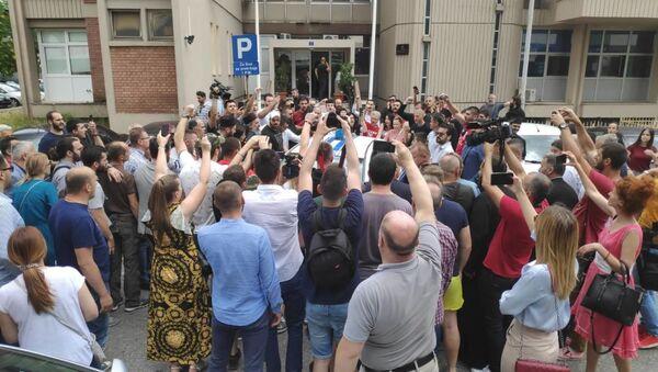 Грађани испред подгоричког Основног државног тужилаштва - Sputnik Србија