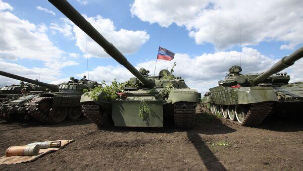 Тенкови Народне милиције Доњецке Народне Републике (ДНР) на линији разграничења са Украјином - Sputnik Србија