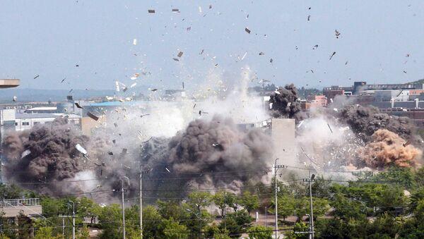 Trenutak eksplozije, dizanje u vazduh kancelarije za međukorejsku saradnju - Sputnik Srbija