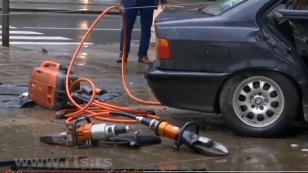 Intervencija na mestu saobraćajne nesreće u Beogradu - Sputnik Srbija