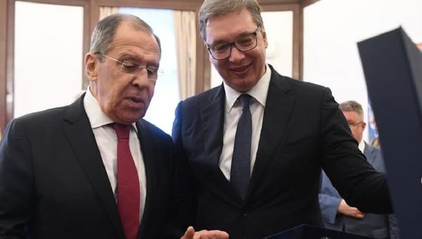 Sergej Lavrov primio poklon od Vučića - Sputnik Srbija