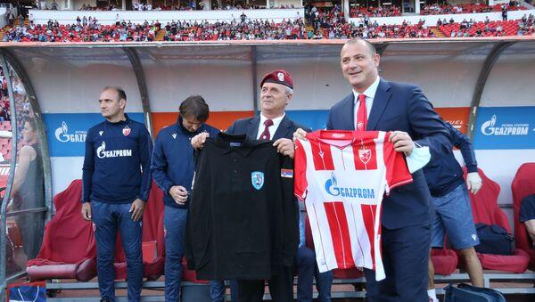 Фудбалери Звезде прославили титулу са ветеранима 63. падобранске - Sputnik Србија