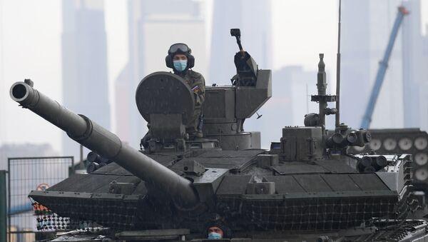 Посада тенка Т-90 Прорив пред пробу параде поводом 75. годишњице победе у Другом светском рату - Sputnik Србија