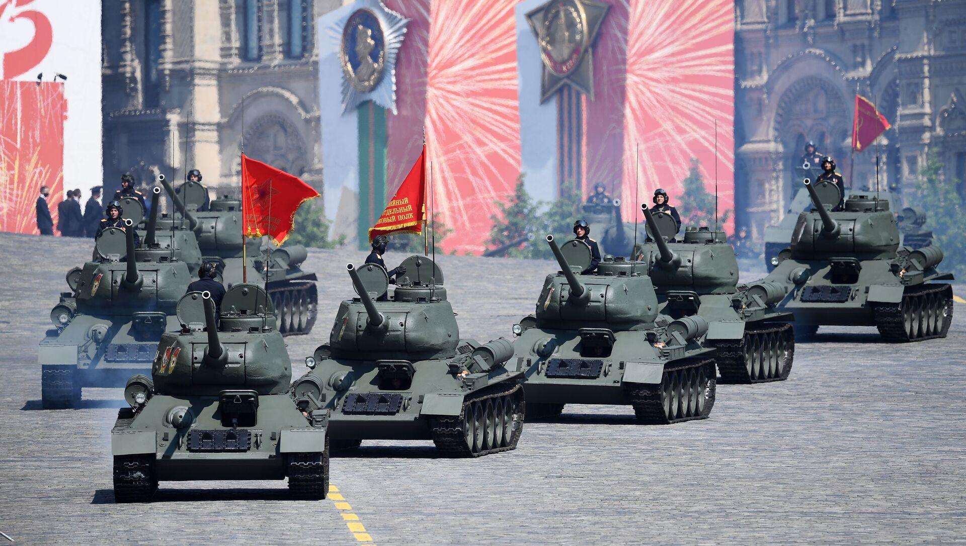Тенкови Т-34-85 на генералној проби параде поводом 75. годишњице победе у Другом светском рату - Sputnik Србија, 1920, 25.03.2021