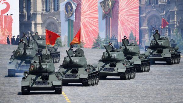 Tenkovi T-34-85 na generalnoj probi parade povodom 75. godišnjice pobede u Drugom svetskom ratu - Sputnik Srbija