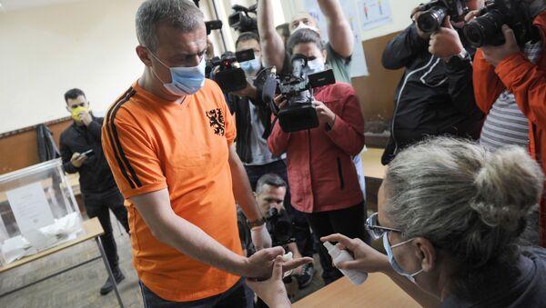 Predsednik Pokreta slobodnih građana Sergej Trifunović na glasanju - Sputnik Srbija
