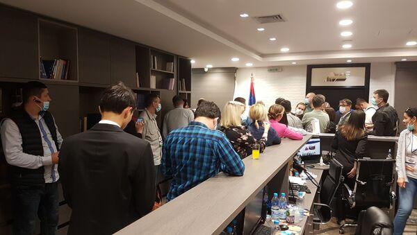 Novinari u izbornom štabu SNS - Sputnik Srbija