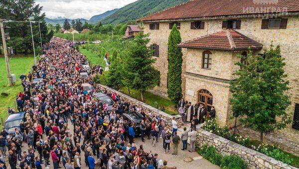 Беране: Велики број људи учествује у литији - Sputnik Србија