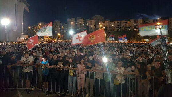 Верници окупљени испред Храма Христовог Васкрсења у Подгорици - Sputnik Србија