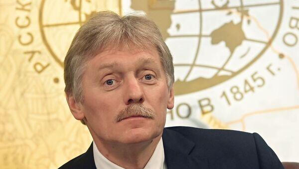 Bolton: Tramp namerno kasnio na samit s Putinom;Kremlj: Putin nikad nikog ne čeka - Sputnik Srbija