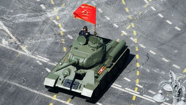 Тенк Т-34-85 на војној паради у Москви поводом 75. годишњице Велике победе  - Sputnik Србија
