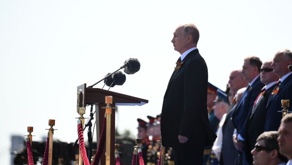Руски председник Вларимир Путин обраћа се учесницима Параде победе - Sputnik Србија