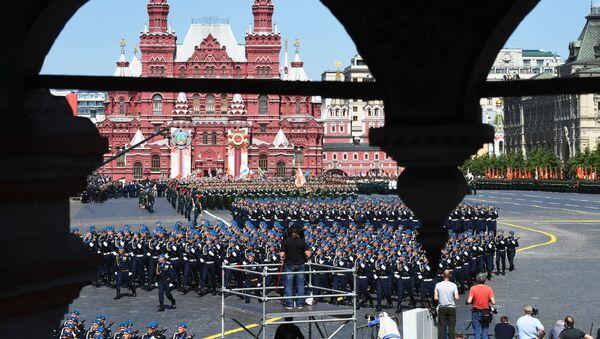 Vojnici tokom svečanog defilea na Paradi pobede u Moskvi - Sputnik Srbija