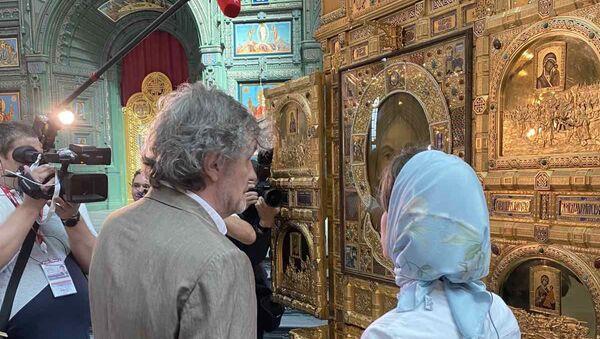 Emir Kusturica posetio glavni hram oružanih snaga Rusije posvećen Vaskrsenju Hristovom. - Sputnik Srbija