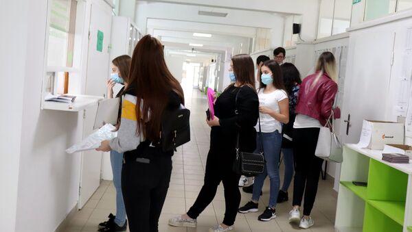 Predaja dokumenata za prijemni ispit na fakultetu - Sputnik Srbija