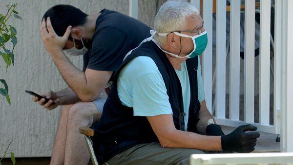 Пацијенти испред ковид амбуланте у Београду - Sputnik Србија
