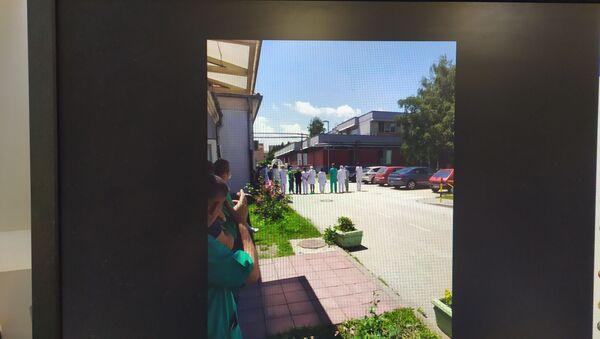 Лекари и медицинско особље окренули леђа премијерки и министру - Sputnik Србија
