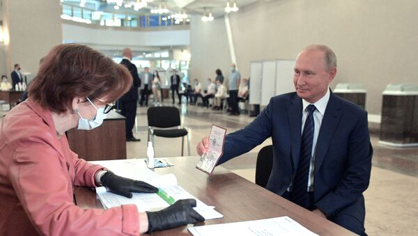 Путин гласао о изменама Устава - Sputnik Србија