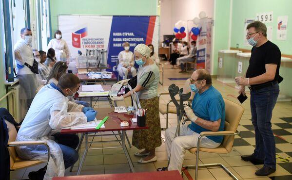 Glasanje o izmenama ruskog Ustava u Moskvi. - Sputnik Srbija