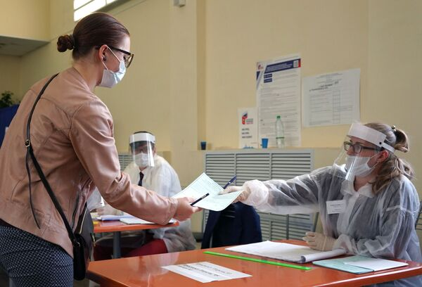 Glasanje o izmenama ruskog Ustava u Sankt Petrburgu. - Sputnik Srbija