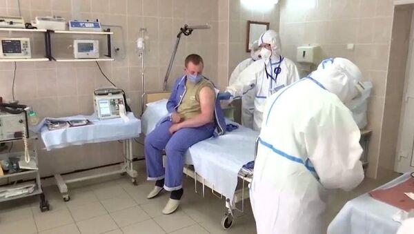 Вакцинација добровољаца вакцином против вируса корона (ковид 19) - Sputnik Србија
