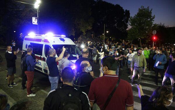 Кола Хитне помоћи испред зграде Скупштине. - Sputnik Србија